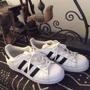 Ladies Adidas Classic Tennis Shoe size 7.5